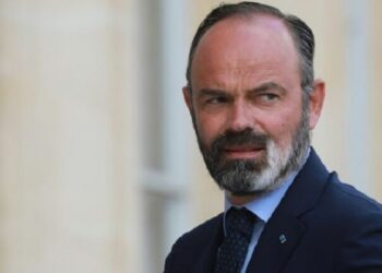 فرنسا: الإليزيه يعلن استقالة الحكومة