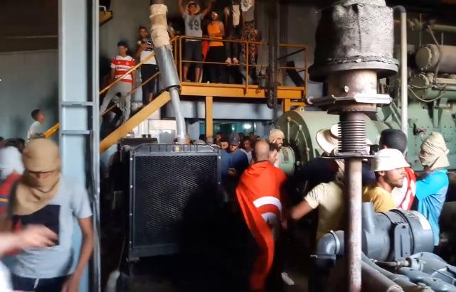 بالفيديو ..لحظة إيقاف ضخ البترول من داخل محطة الكامور