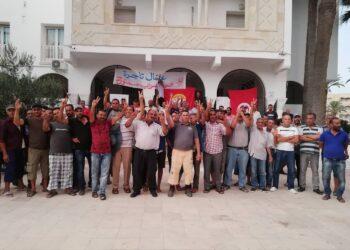 """عمال مجمع """"تاجرة"""" للاجر في اعتصام مفتوح ..و علي العريض في قفص الاتهام"""