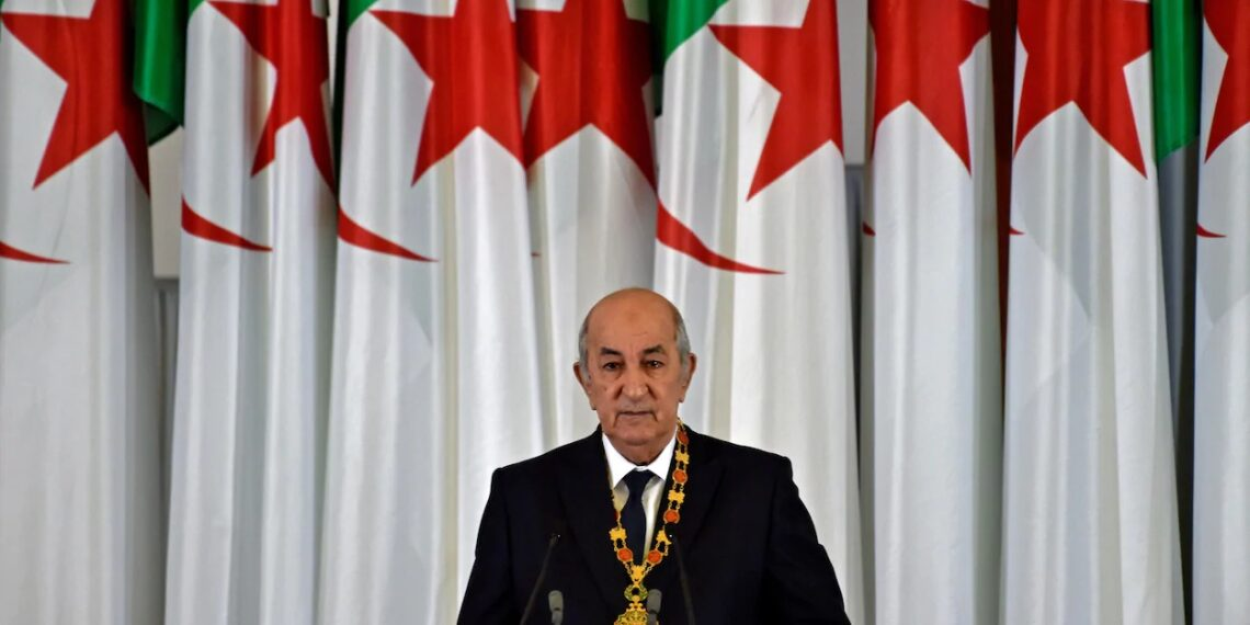 الرئيس الجزائري يطالب فرنسا بالاعتذار عن استعمار بلاده