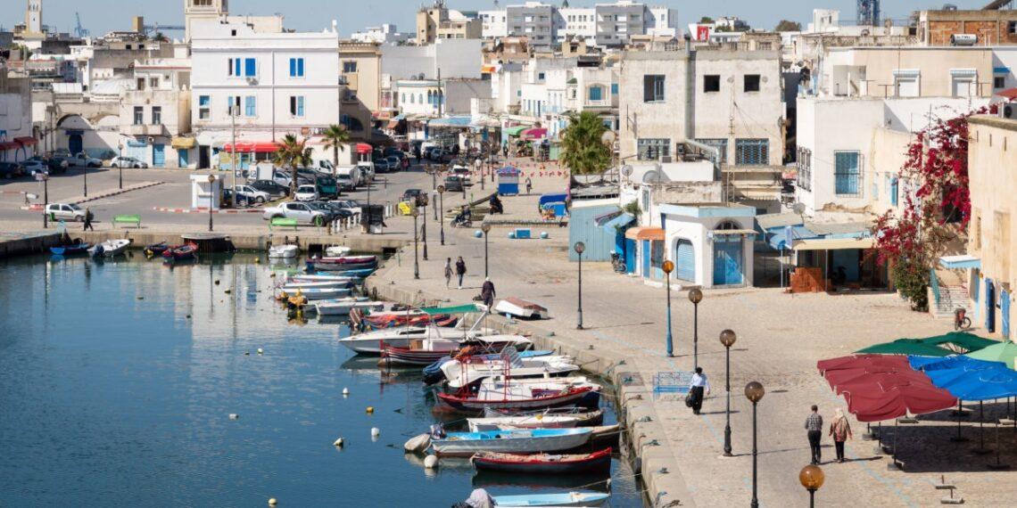 إمضاء عقد صفقة إنجاز سور الميناء التجاري ببنزرت بكلفة 550 أ د