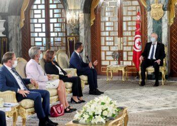 رئيس الجمهورية يشرف على جلسة عمل تونسية إيطالية حول الهجرة (صور)