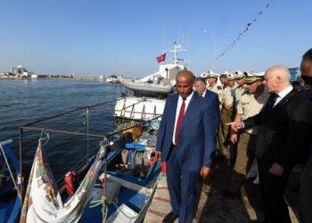 """رئيس الجمهورية: """"حيتان البر أخطر من حيتان البحر"""""""