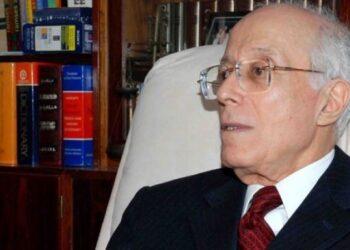 """احمد ونيس : """" رئاسة الجمهورية تضرب الدبلوماسية التونسية"""""""