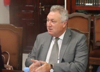 """وزير المالية: """"الزيادة في الأجور ليست حلا مع تراجع المقدرة الشرائية للمواطن """""""