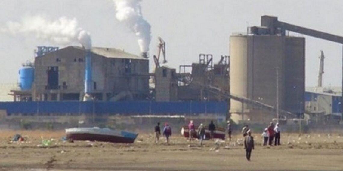 أعوان المجمع الكيميائي التونسي يُهدّدون بإيقاف الإنتاج