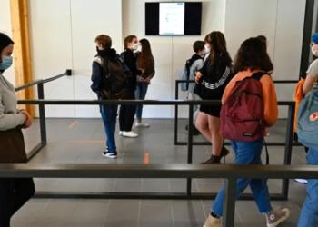 فرنسا تغلق 22 مدرسة بسبب إصابات بكورونا