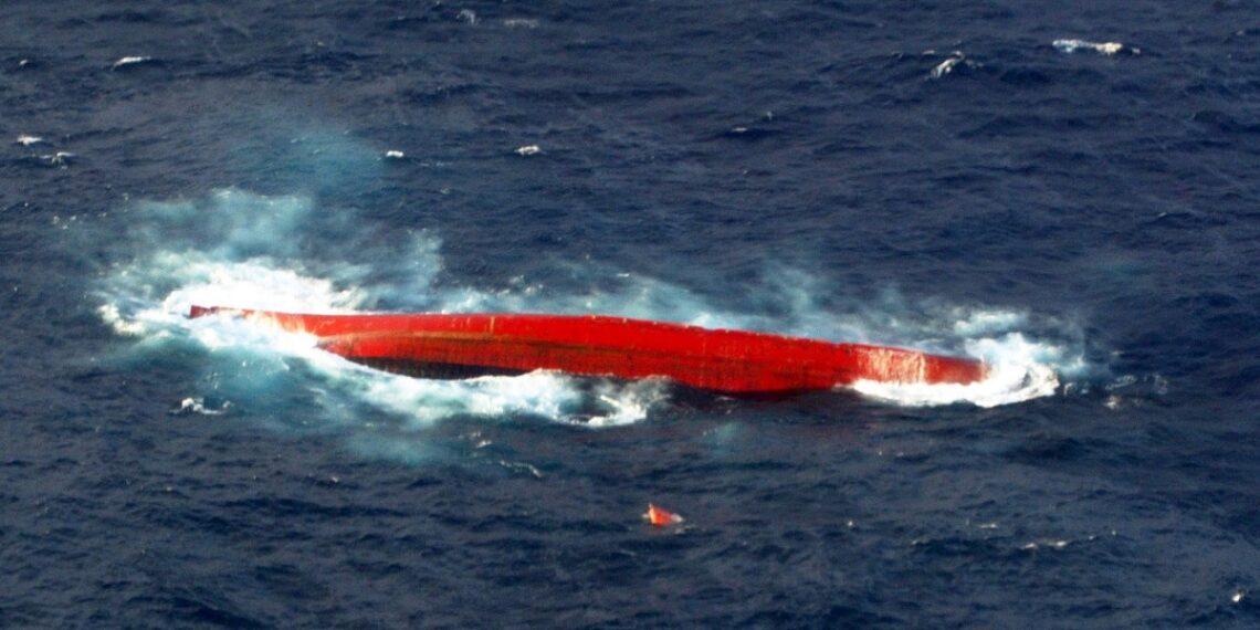 غرق سفينة شحن قبالة اليابان على متنها 43 شخصا
