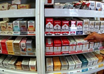 """بيع السجائر بالمساحات الكبرى يثير غضب """"بارونات"""" التهريب و الباعة العشوائيين ..و هذه الاسباب"""