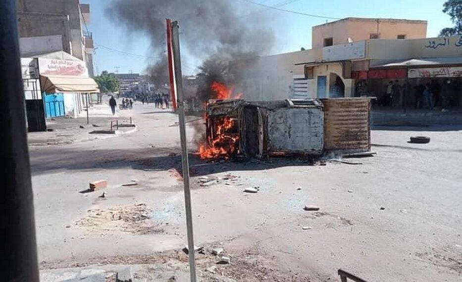 القصرين: تواصل الاحتجاجات وعمليات الكر والفر بعدد من أحياء معتمدية سبيطلة