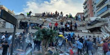 ارتفاع حصيلة ضحايا زلزال إزمير إلى 25 قتيلا