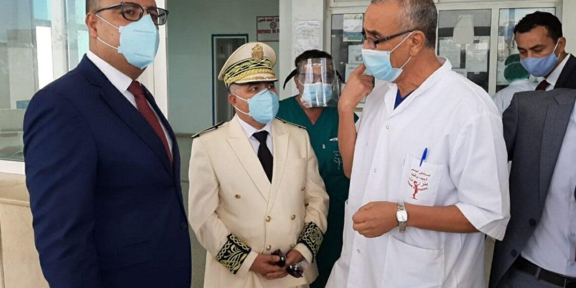 رئيس الحكومة في زيارة غير معلنة للمستشفى الجهوي الحبيب بوقطفة ببنزرت (صور)