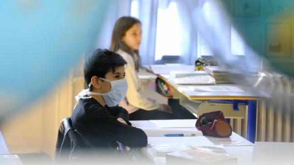1161 إصابة بفيروس كورونا بالوسط المدرسي