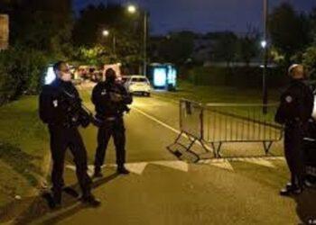 القضاء الفرنسي يبدأ التحقيق مع 7 أشخاص بينهم قاصران في جريمة قتل المعلم