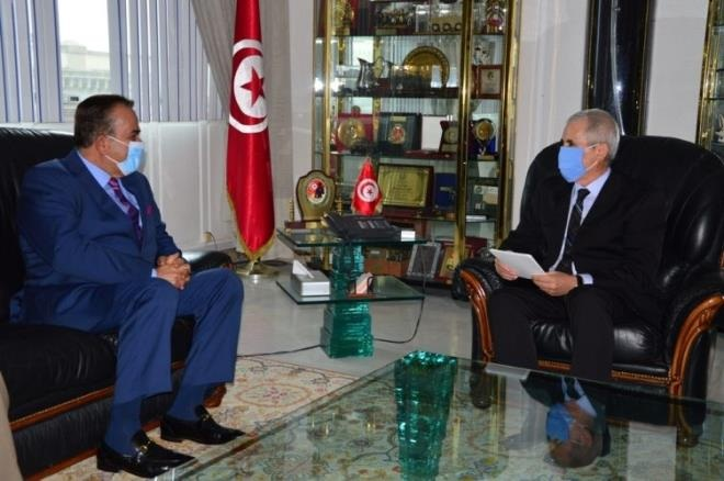 وزير الدفاع الوطني يلتقي سفير قطر في تونس