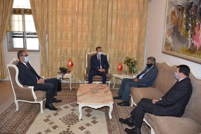 وزير الداخلية يلتقي الأمين العام لمجلس وزراء الداخلية العرب