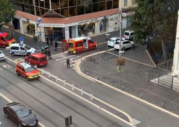 مقتل 3 أشخاص بهجوم بسكين قرب كنيسة في نيس الفرنسية
