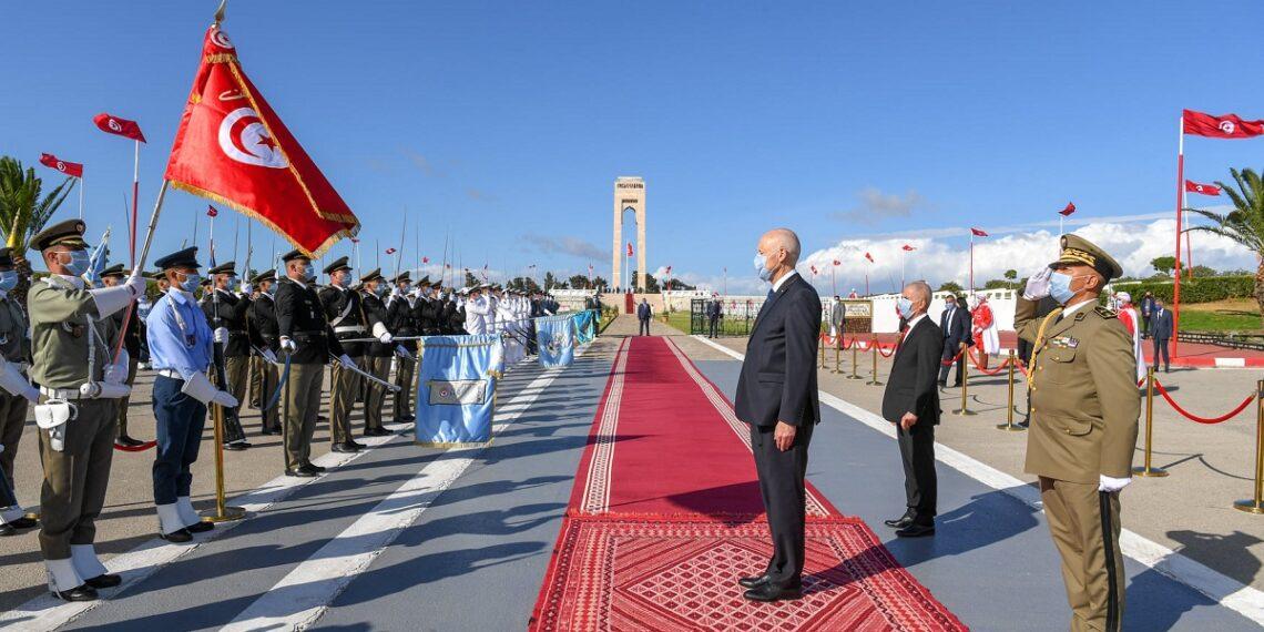 رئيس الجمهورية يشرف على موكب إحياء الذكرى 57 لعيد الجلاء