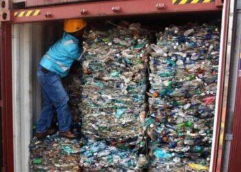 الإدارة العامة للديوانة: الشركة الإيطالية مطالبة بتسخير باخرة لإعادة حاويات النفايات