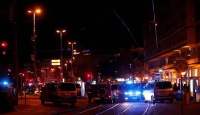 مقتل 7 أشخاص بهجوم مسلح وسط فيينا وأحد المهاجمين يفجر نفسه