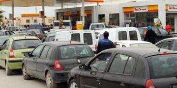 اكتظاظ في محطات بيع الوقود ..أزمة المحروقات تلوح في الأفق