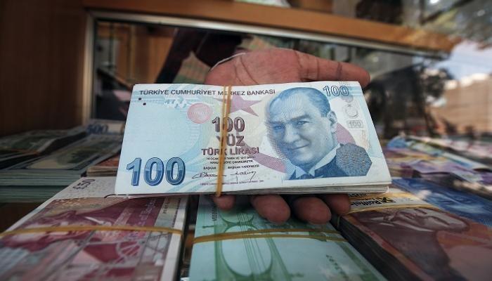 انخفاض قياسي لليرة التركية مقابل الدولار