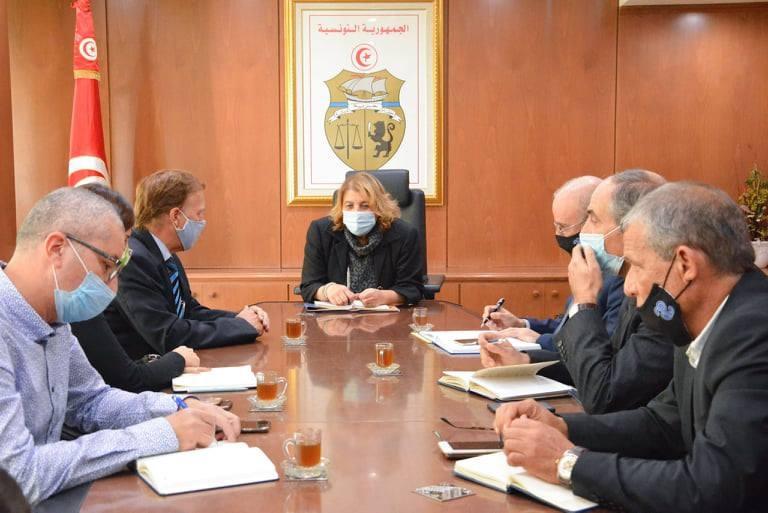 اجتماع للنظر في سير أنشطة الشركة البترولية OMV بتونس
