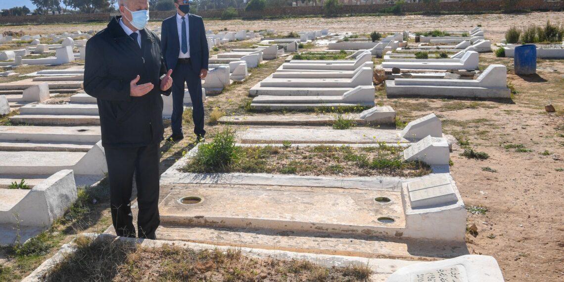 رئيس الجمهورية يؤدي زيارة الى سيدي بوزيد