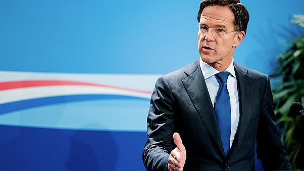 هولندا تفرض حجر صحي عام