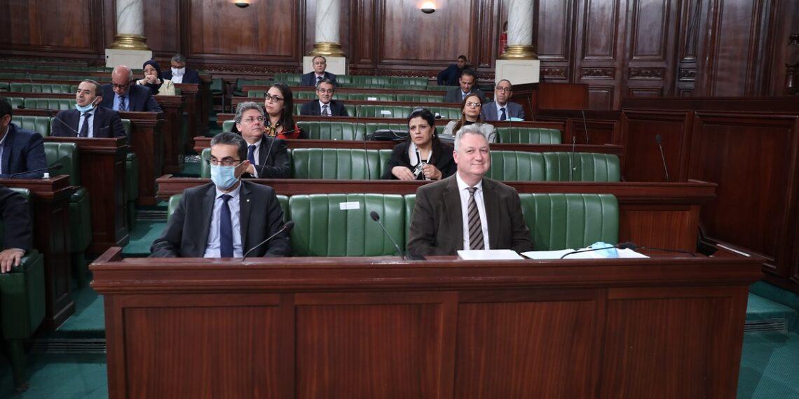البرلمان يصادق على 21 فصلا من مشروع قانون المالية لسنة 2021