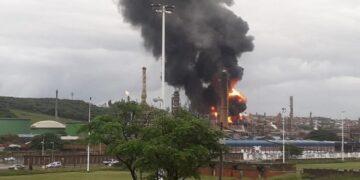 انفجار بمصفاة نفط في جنوب إفريقيا