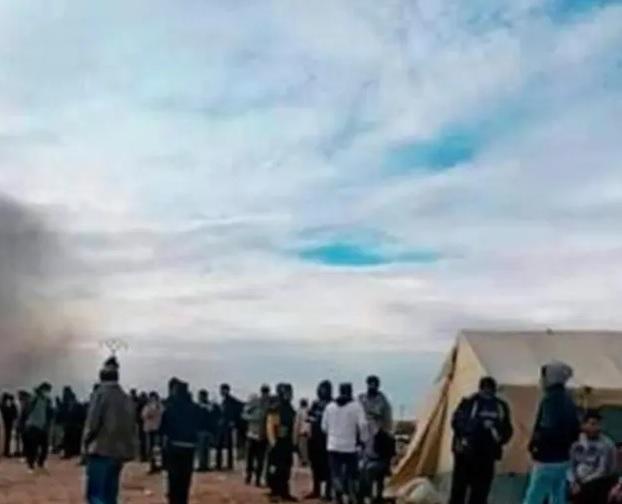 """محتجون يُحاولون اقتحام مقر شركة خدمات أنبوب الغاز العابر للبلاد التونسية """"سارغاز"""""""