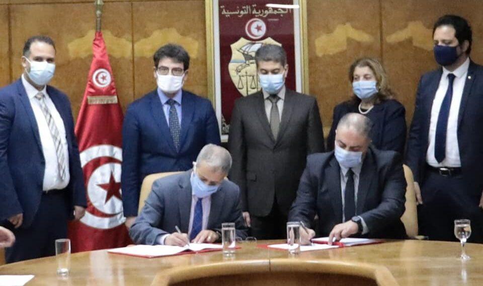 """توقيع اتفاق بين ديوان البحرية التجارية والموانئ وشركة النقل بالأنابيب عبر الصحراء """"ترابسا"""""""