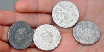 انخفاض قيمة الدينار مقارنة بالعملات الأجنبية باستثناء الدولار