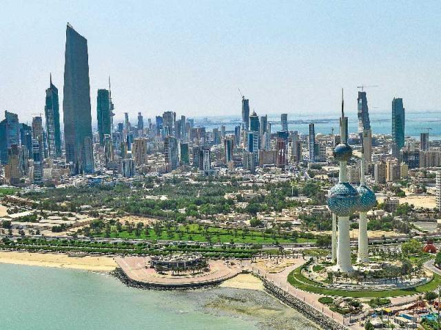 الكويت: إحالة 60 موظفا بدرجة وزير على التقاعد