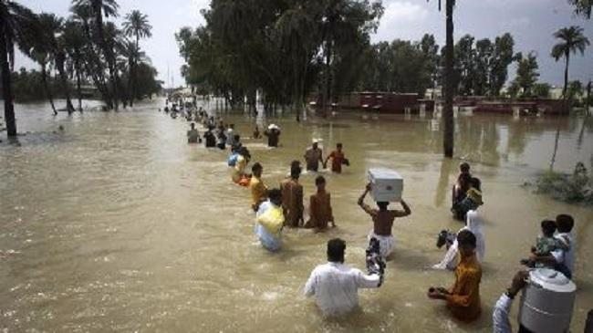 مصرع شخصين في فيضانات بماليزيا