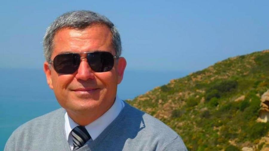"""الدكتور """"علي سعد """" يحرز جائزة أفضل طبيب عربي"""