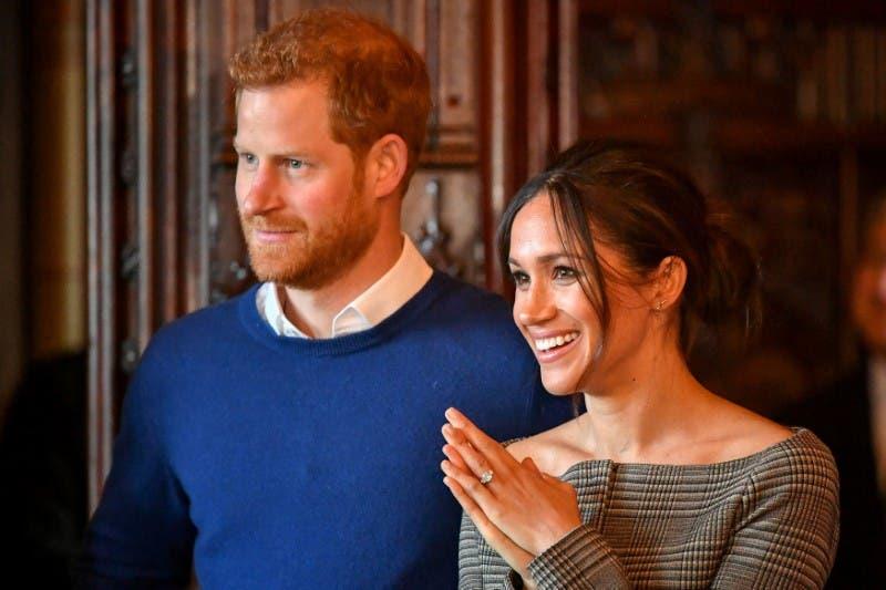بريطانيا: هاري وميغان يغادران العائلة المالكة نهائياً