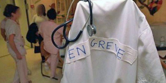 الأطباء الشبان في إضراب عام