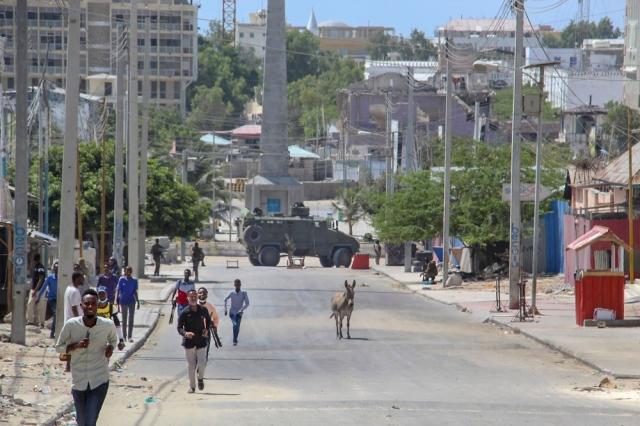 اشتباكات في مقديشو.. والقوات الحكومية تغلق الشوارع