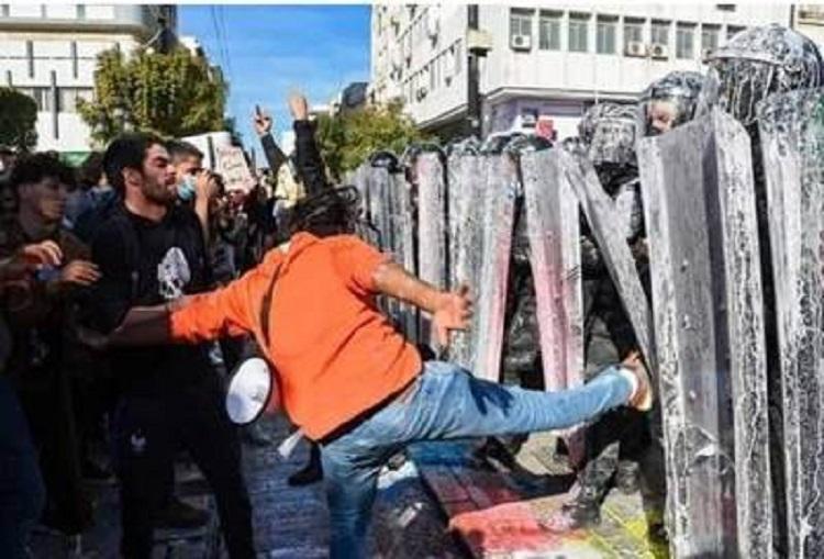 نقابات أمنية تعلن عن إجراءات تصعيدية « احتجاجا على إهانة المحتجين لقوات الأمن »