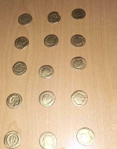 مصالح الديوانة بسيدي بوزيد تحجز 15 قطعة معدنية أثرية