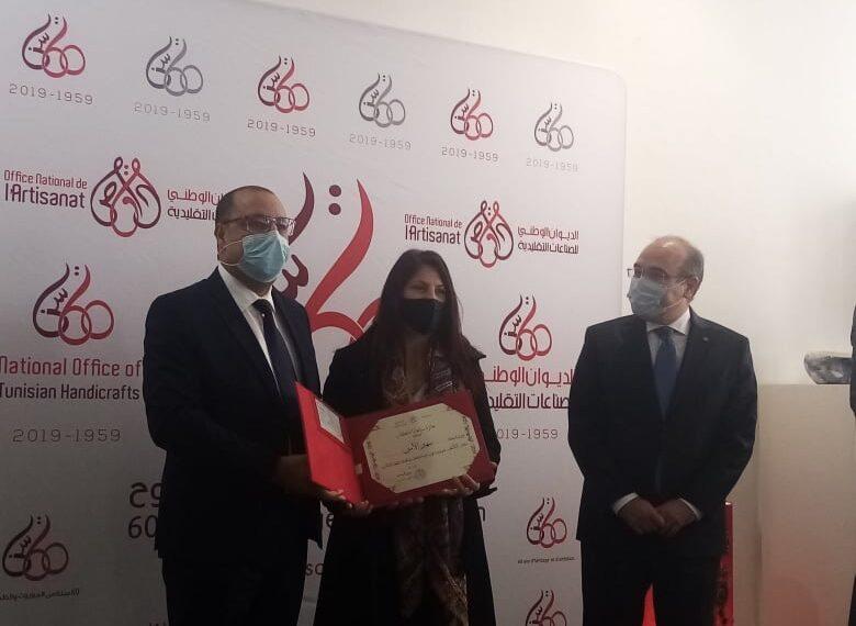 رئيس الحكومة يسلّم جوائز الفائزين في القرية الحرفية