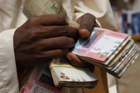 السودان: انهيار للعملة… وسعر الدولار الأمريكي يصل إلى 362 جنيها