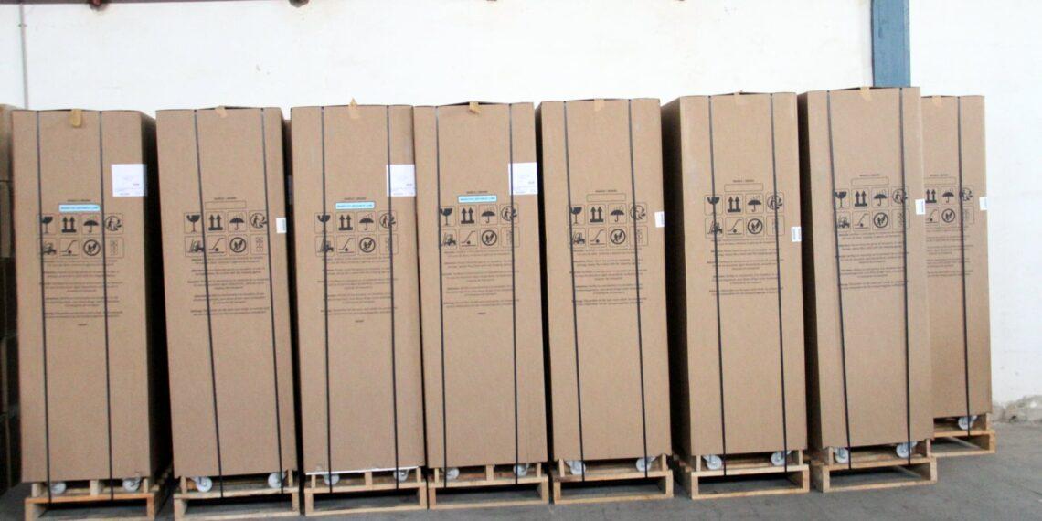 وزارة الصحة تتسلّم دفعة جديدة من الثلاجات المخصصة لتخزين لقاح كورونا (صور)