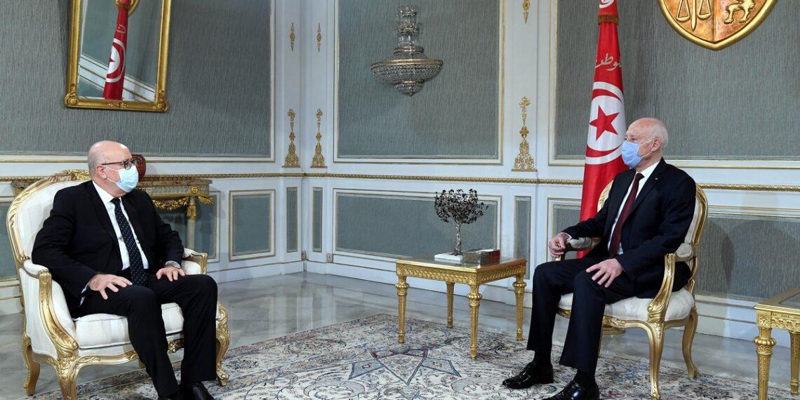 رئيس الجمهورية يلتقي محافظ البنك المركزي للنظر في الوضع الاقتصادي