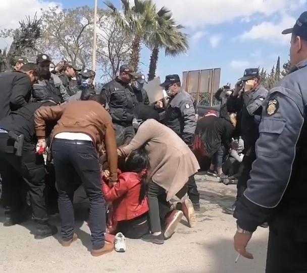 فضّ اعتصام الدكاترة المعطلين عن العمل باستعمال الغاز المسيل للدموع