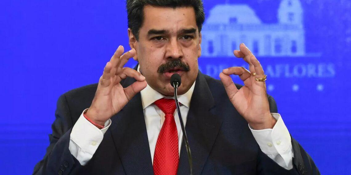 """الرئيس الفنزويلي يقترح """"النفط مقابل اللقاح"""" لتطعيم شعبه ضد كورونا"""