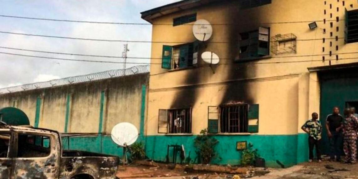 نيجيريا: فرار 1844 سجينا في هجوم مسلح