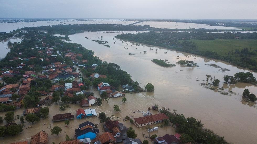 مقتل 91 شخصا جراء الفيضانات والانهيارات الأرضية في إندونيسيا